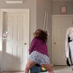 Teen sluts twerking
